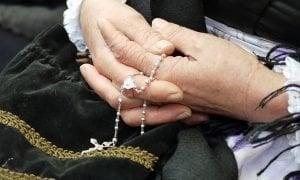 Cómo rezar el Rosario de la Paz