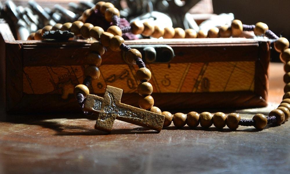 cuales son los misterios del rosario-min